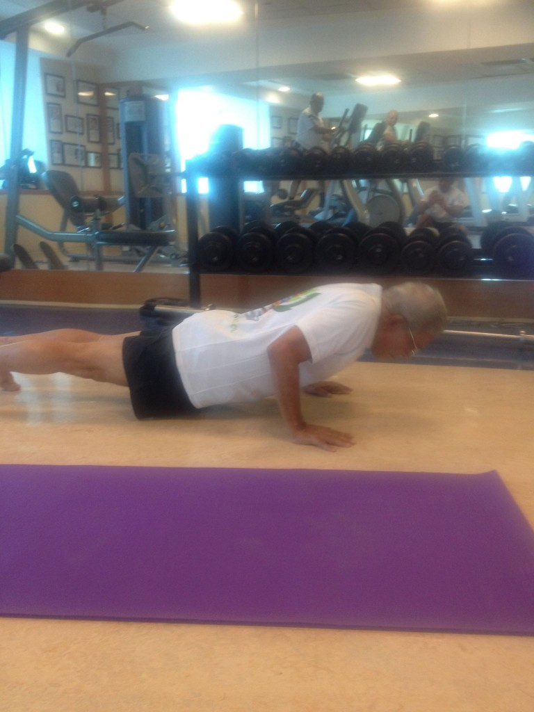 He did 8 push ups in decent form. His pelvis slight dropped in the 7th one pictured here.